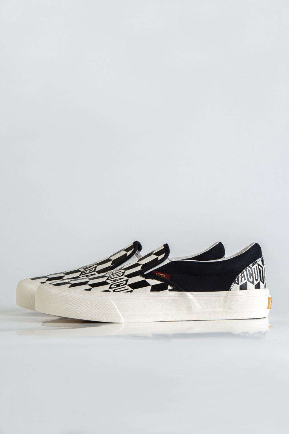 CLASSIC SLIP-ON VLT LX(BARACUTA) BLACK CHECKERBOARD/MARSHMALLOW