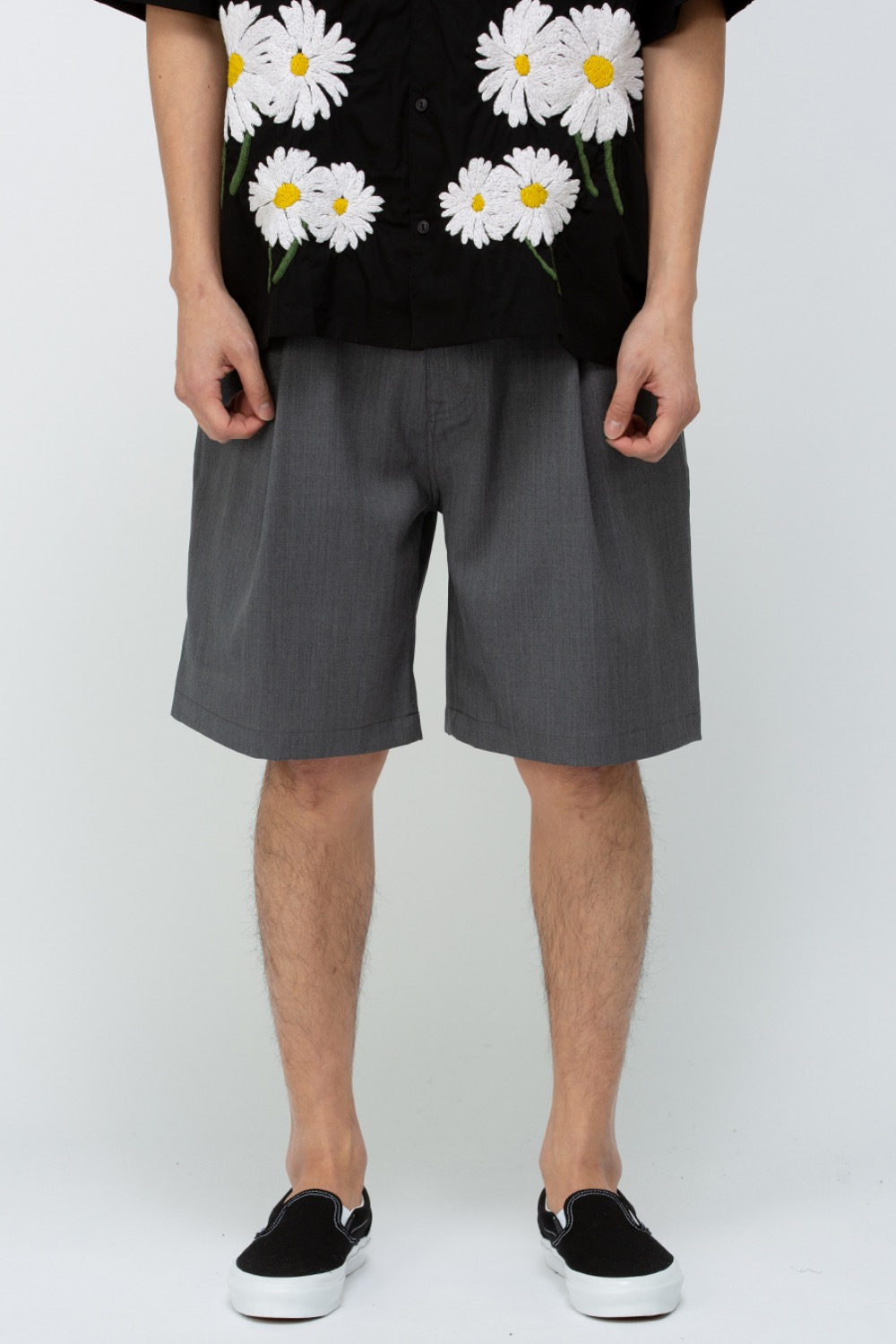 (EXCLUSIVE) ONE TUCK SHORTS